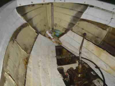 Vannfast kryssfiner båt