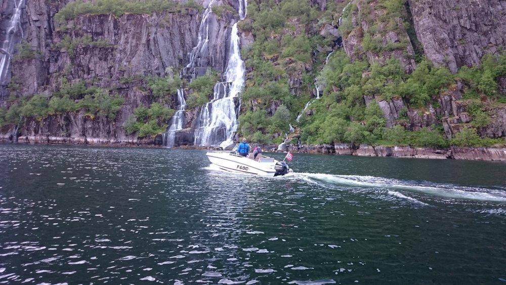 trollfjord2.JPG.0928159924dc27d700b555781dc4be3a.JPG
