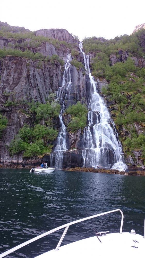trollfjord3.JPG.7d3e1e5388ec61b3880e1c94c3a02e60.JPG